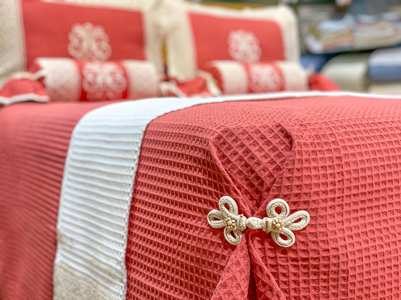 colcha de pique caldera con encaje beige exclusiva